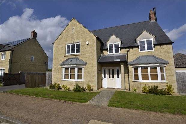 5 Bedrooms Detached House for sale in Elmhurst Way, Carterton. OX18 1EY