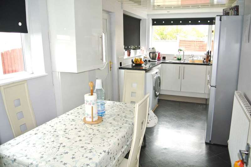 3 Bedrooms Semi Detached House for sale in Devonshire Road, Blackpool, FY2 0TW