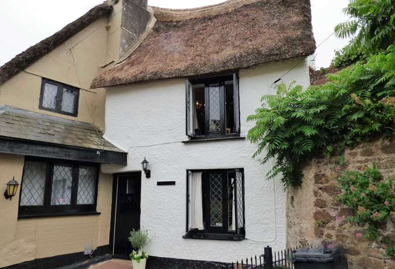 2 Bedrooms Cottage House for sale in Kirkham Street, Paignton