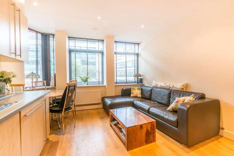 1 Bedroom Flat for sale in Red Lion Square, Bloomsbury, WC1R