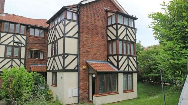 2 Bedrooms Flat for sale in Kirkwood Drive, Newcastle upon Tyne, Tyne and Wear