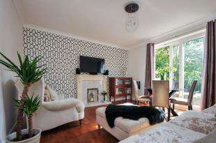 2 Bedrooms Flat for sale in Wydeville Manor Road, London