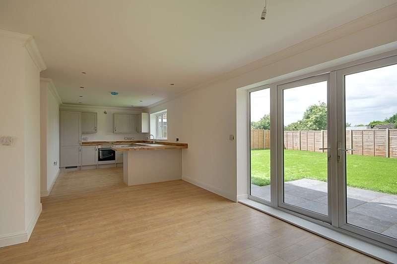 4 Bedrooms Detached House for sale in Whiteplot Road, Methwold Hythe, Thetford