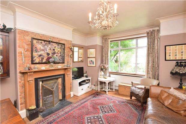 3 Bedrooms End Of Terrace House for sale in Nightingale Road, CARSHALTON, Surrey, SM5 2DH