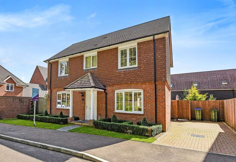 4 Bedrooms Detached House for sale in Oddstones, Codmore Hill, Pulborough, RH20