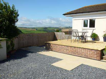 2 Bedrooms Bungalow for sale in Totnes Road, Paignton, Devon