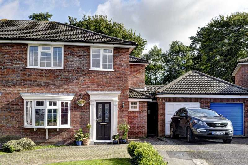 4 Bedrooms Semi Detached House for sale in Weston Turville