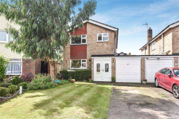 3 Bedrooms Detached House for sale in Long Drive, Burnham, Slough