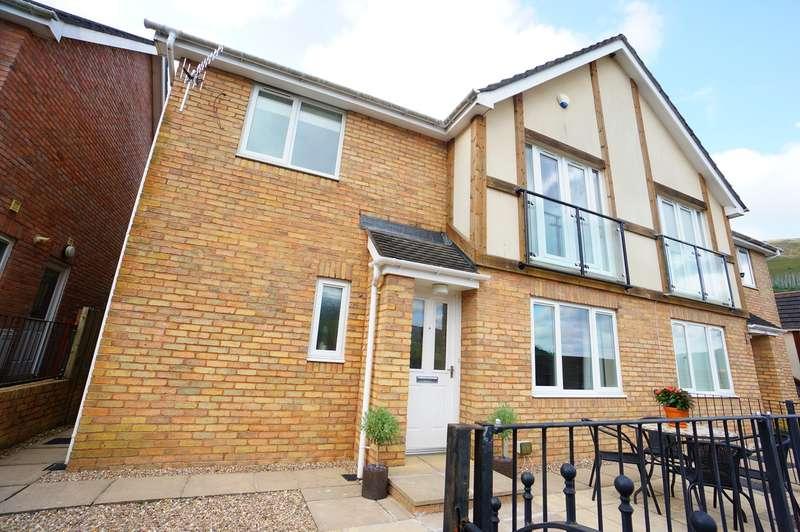 4 Bedrooms Semi Detached House for sale in Woodside Walk, Cross Keys, Newport, NP11