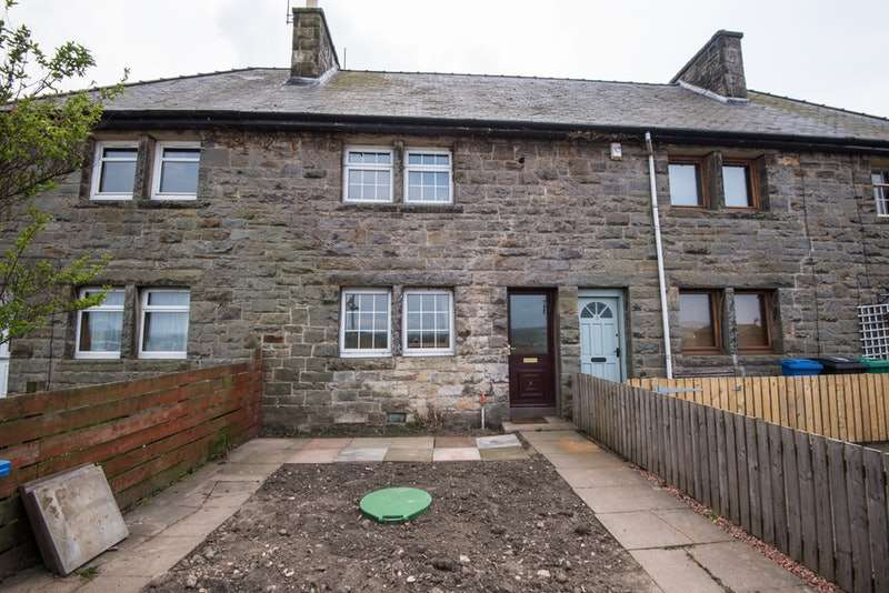 2 Bedrooms Terraced House for sale in Main Road, Crombie, Fife, KY12