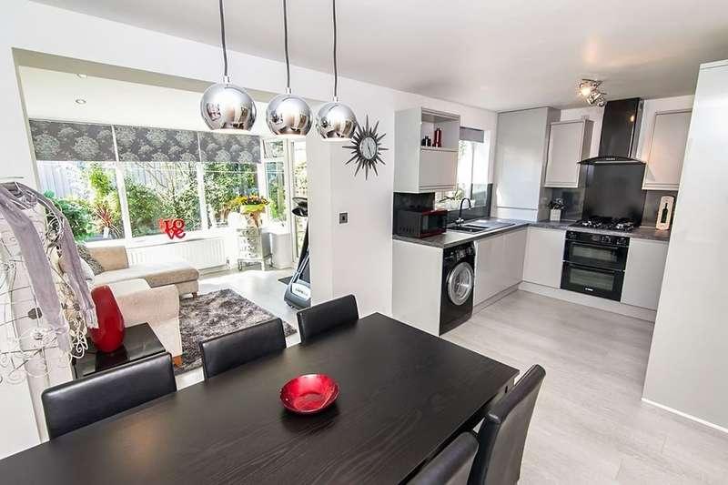 3 Bedrooms Detached House for sale in Safflower Avenue, Swinton, Manchester, M27