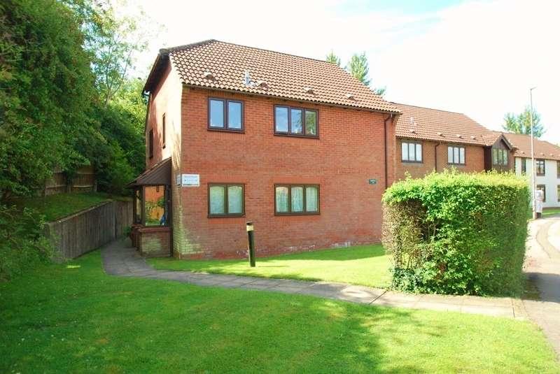 2 Bedrooms Maisonette Flat for sale in Stuart Court, King George V Road, Amersham, HP6