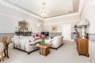 2 Bedrooms Flat for sale in The Drive, Hove, East Sussex, .