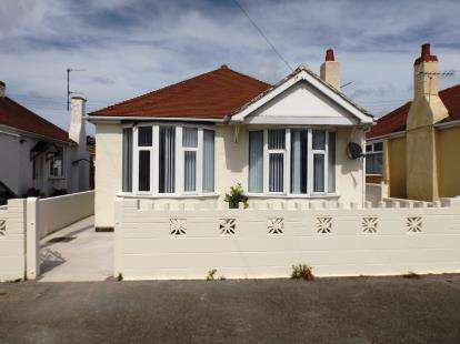3 Bedrooms Bungalow for sale in Eastville Avenue, Rhyl, Denbighshire, LL18