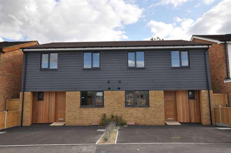 3 Bedrooms Semi Detached House for sale in Noakes Avenue, Chelmsford