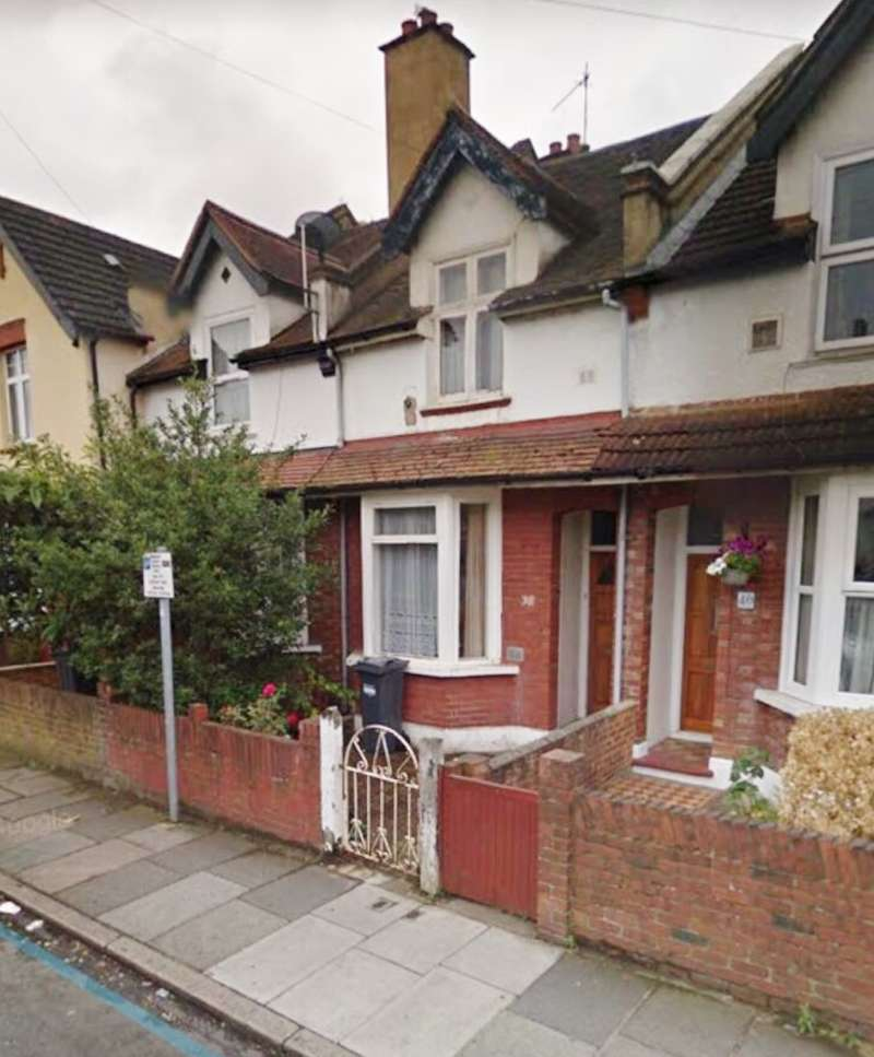 2 Bedrooms Terraced House for sale in Chapel Road, Hounslow, Middlesex, TW3 1UL