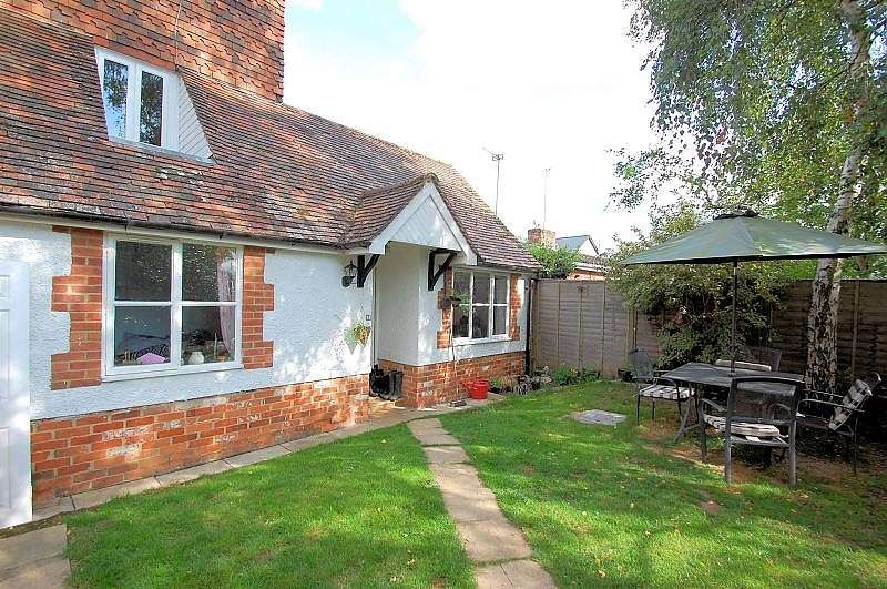1 Bedroom Flat for sale in Hope Cottage, Reading Road, Woodcote, RG8
