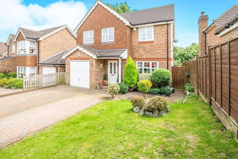 4 Bedrooms Detached House for sale in Mercer Court, Walderslade, Chatham, ME5
