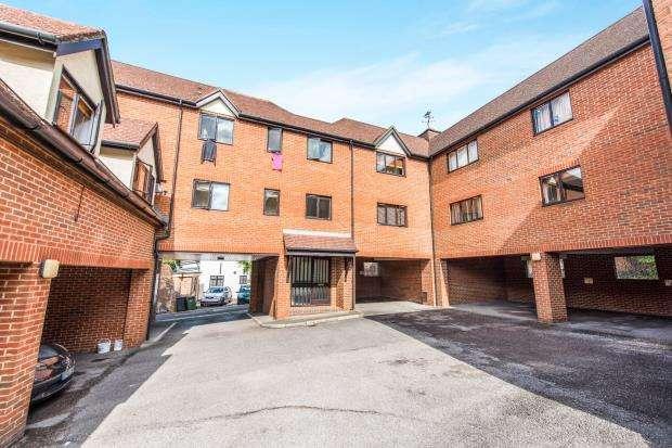 1 Bedroom Flat for sale in Warren Road, Guildford, Surrey