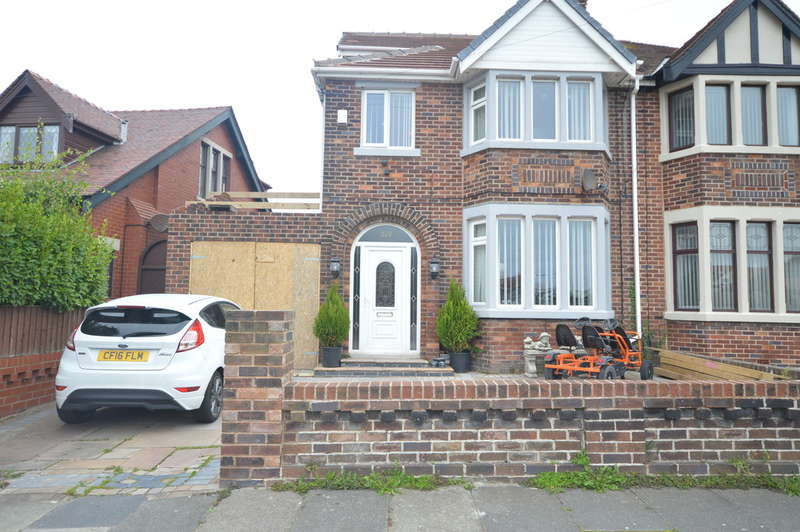 3 Bedrooms Semi Detached House for sale in Park Road, Blackpool