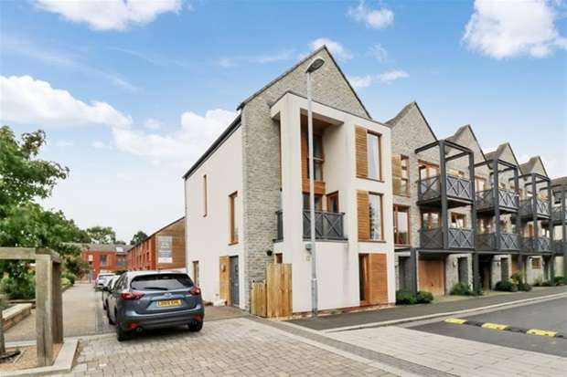 4 Bedrooms Terraced House for sale in Couture Grove, Street