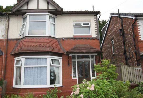 3 Bedrooms Semi Detached House for sale in Albert Avenue, Prestwich
