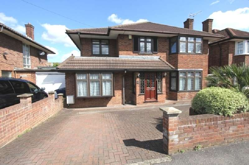5 Bedrooms Detached House for sale in Harrowes Meade, Edgware, Greater London. HA8 8RS