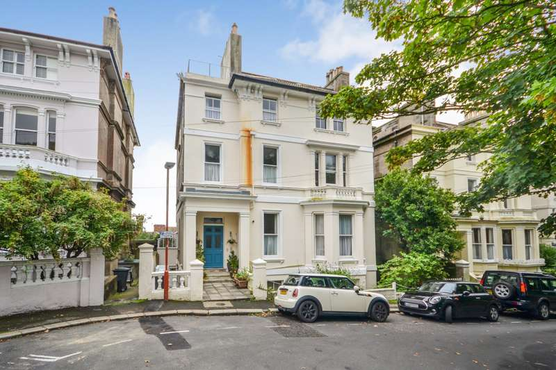 2 Bedrooms Flat for sale in The Mount, St Leonards-On-Sea, TN38