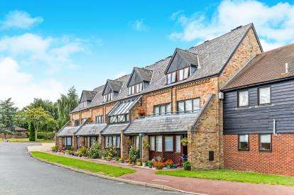 2 Bedrooms Flat for sale in The Mews, Norton Hall Farm, Norton Road, Letchworth Garden City