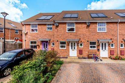 2 Bedrooms Terraced House for sale in Drakes Avenue, Leighton Buzzard, Bedford, Bedfordshire