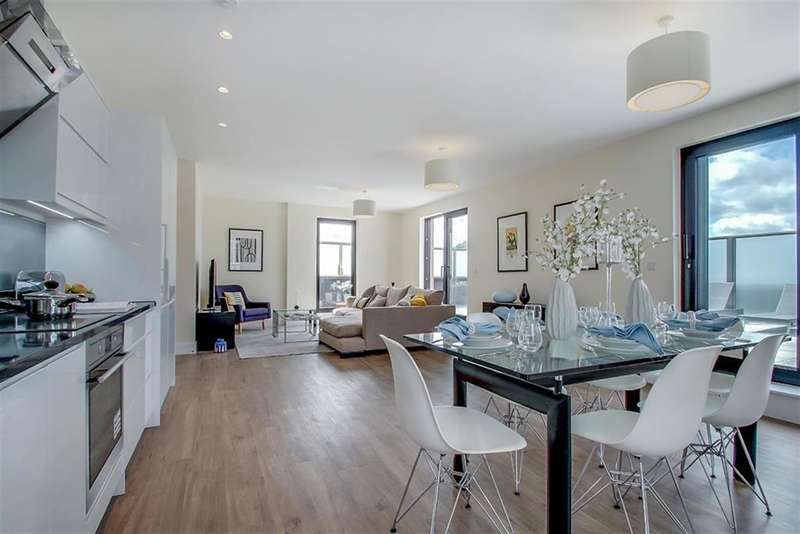 2 Bedrooms Flat for sale in Tunstall Court, Northcote Avenue, London, W5 3BS