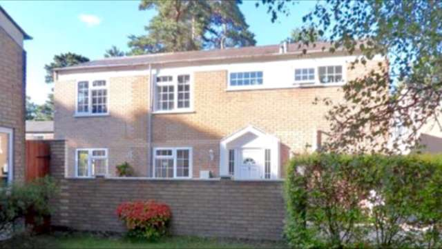 5 Bedrooms Detached House for sale in Merlewood, Harmans Water, Bracknell
