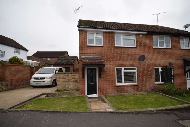 3 Bedrooms Semi Detached House for sale in Romsey Close, Hockley, Essex, SS5