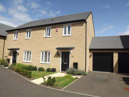 3 Bedrooms Semi Detached House for sale in Centurion Walk, Sandy, Bedfordshire