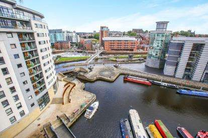 2 Bedrooms Flat for sale in Mackenzie House, Chadwick Street, Leeds, West Yorkshire