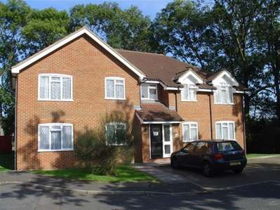 2 Bedrooms Flat for sale in Whisperwood Close, Harrow Weald