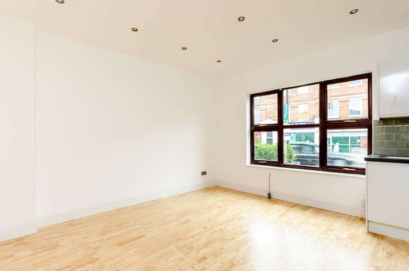 2 Bedrooms Flat for rent in Portland Road, South Norwood, SE25
