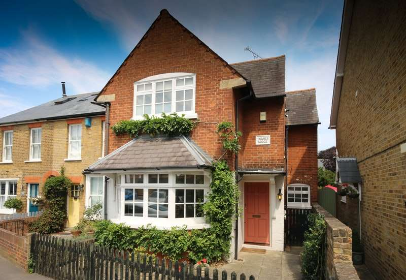 3 Bedrooms Detached House for sale in Green Street, Sunbury-on-Thames, Surrey, TW16