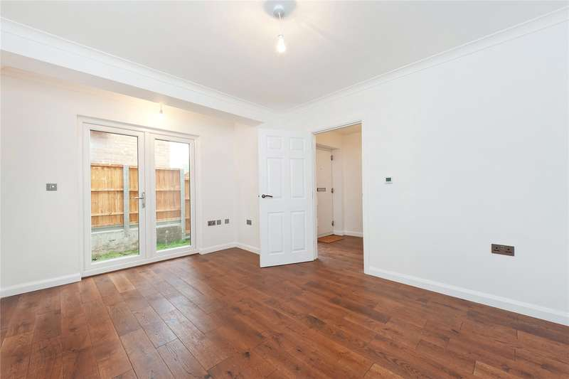 2 Bedrooms Semi Detached House for sale in Aspen Mews, London