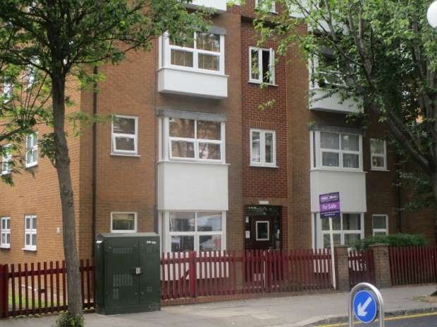 Apartment Flat for sale in Bramley Road, Notting Hill, W10