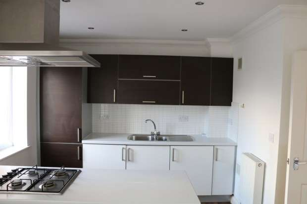 2 Bedrooms Apartment Flat for sale in St. Mark's Place, Dagenham, RM10