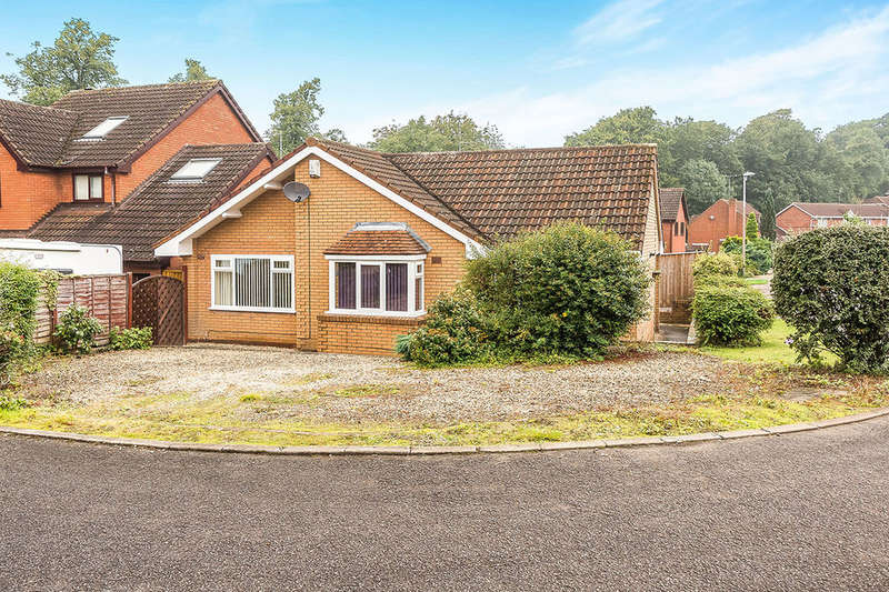 2 Bedrooms Detached Bungalow for sale in Foxlands Drive, Lower Gornal, Dudley, DY3