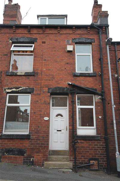 2 Bedrooms Terraced House for sale in Woodview Mount, Leeds