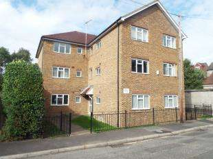 1 Bedroom Flat for sale in Randall Court, Randall Road, Chatham, Kent