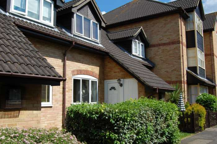 2 Bedrooms House for rent in ADDLESTONE