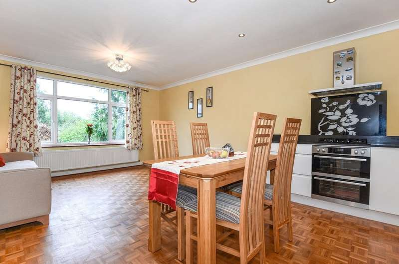 2 Bedrooms Maisonette Flat for sale in West End Court, Pinner