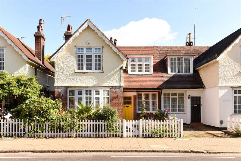 3 Bedrooms Semi Detached House for sale in Marsh Road, Pinner, Middlesex, HA5