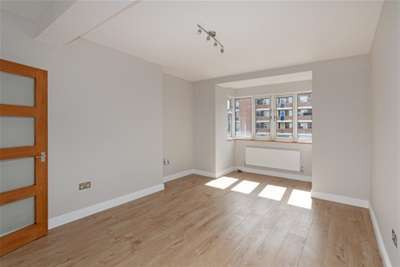2 Bedrooms Flat for rent in Acland House, SW9
