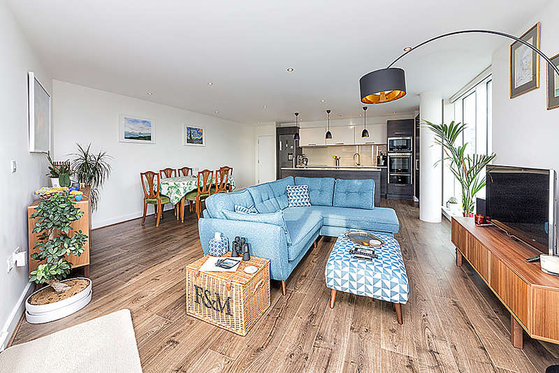 3 Bedrooms Apartment Flat for sale in Alaska Apartments, Western Gateway, Royal Victoria Dock, E16