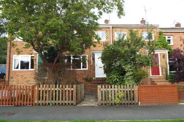 3 Bedrooms Terraced House for sale in Tadley, Hampshire, England